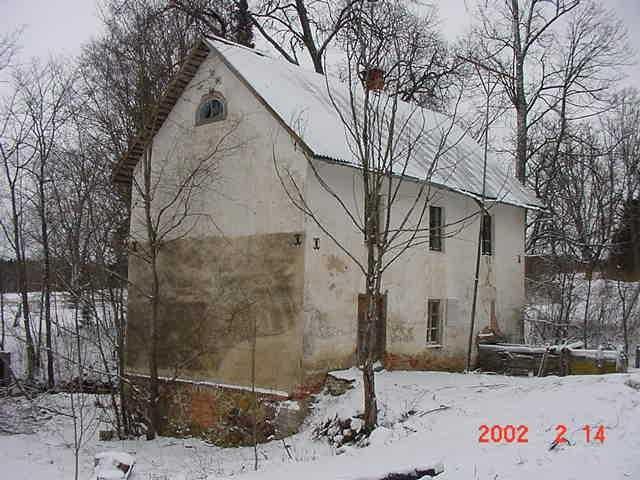 Vana-Saaluse mõisa vesiveski, 19 saj. II pool 2002. aastal.