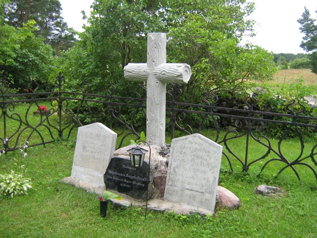 Restaureeritud hauatähis. Kalli Pets, 07.08.2012