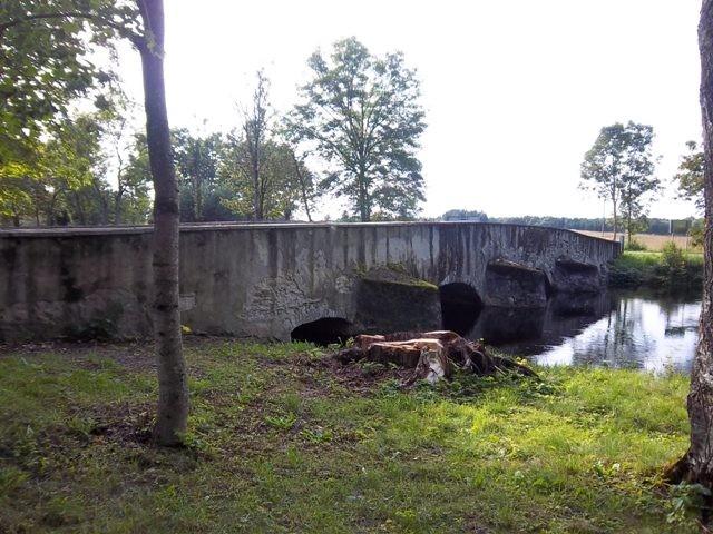 Russalu mõisa sild, vaade kirdest allavoolu suunas. K. Klandorf 30.08.2012
