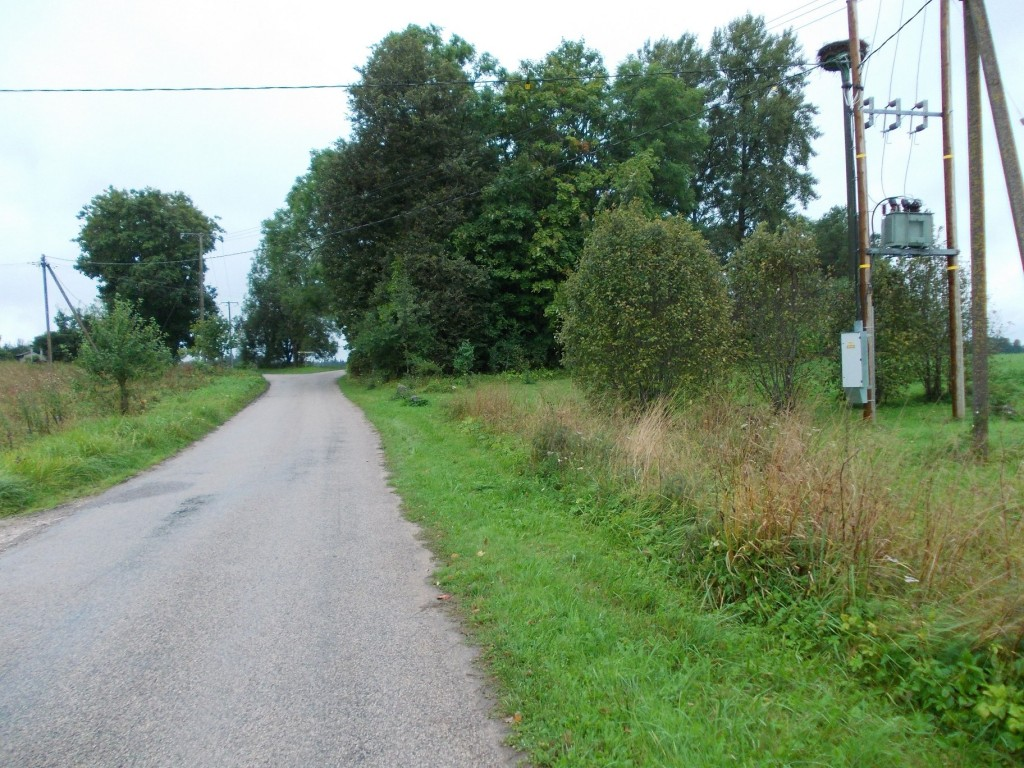 Vaade mälestise keskel edela suunas. Foto: Ulla Kadakas, 01.09.2012.