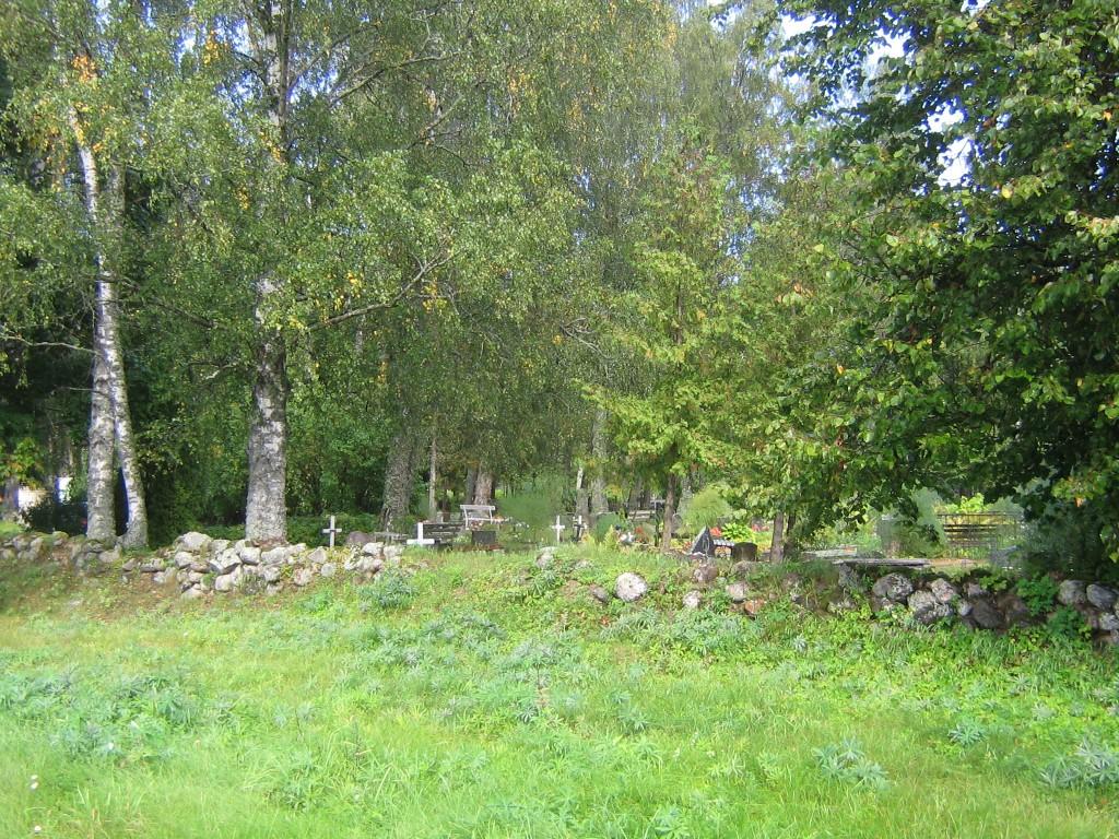 Maakivist piirdemüüri näide kalmistu esiküljel. Foto Viktor Lõhmus 06.09.2012