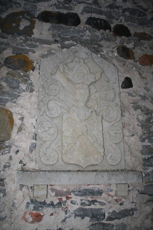 Buxhoevdenite vapp Jämaja kalmistu kabeli seinal. Foto: Tõnu Veldre (18.09.2012). Registrisse lisanud R. Peirumaa