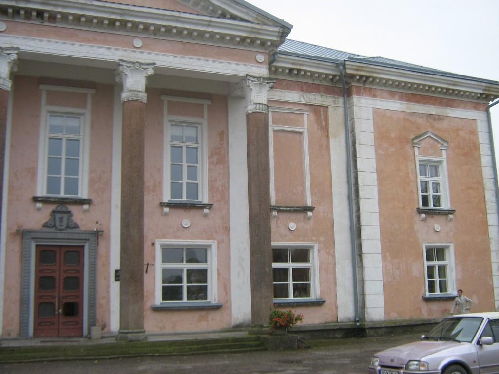 Esifasaad 2012.a. septembris (pärast akende vahetust). Foto: Rita Peirumaa, 26.09.2012