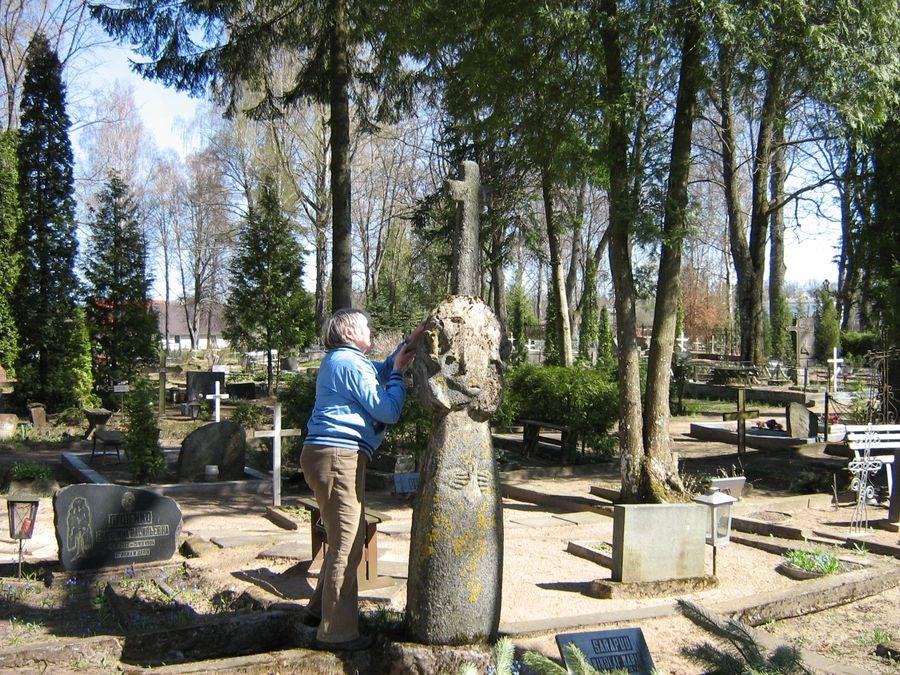 Valga Tartu tänava kalmistu Autor M-L Paris 2012
