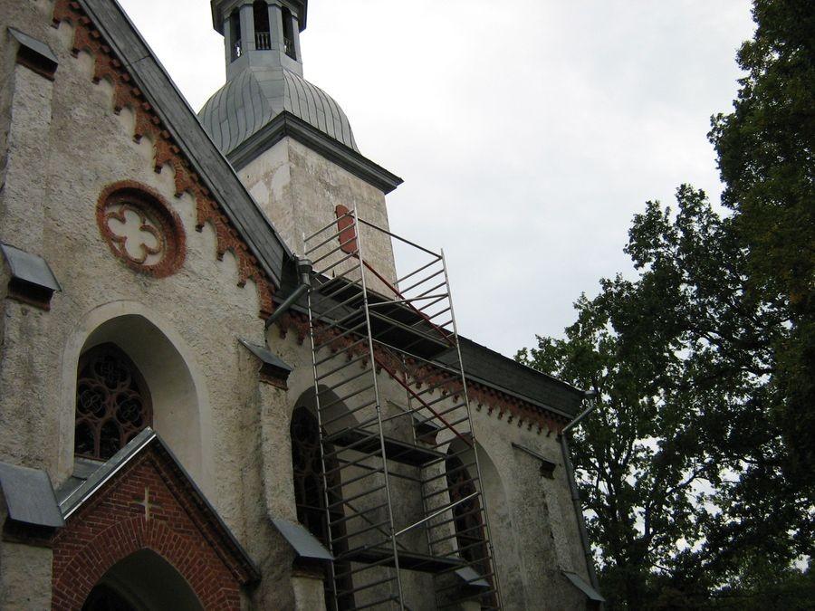 Otepää kirik (katuse remonttööd) Autor M-L Paris 2010