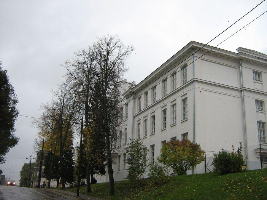 Valga Poeglastegümnaasiumi hoone J. Kuperjanovi 10 Autor M-L Paris 2012