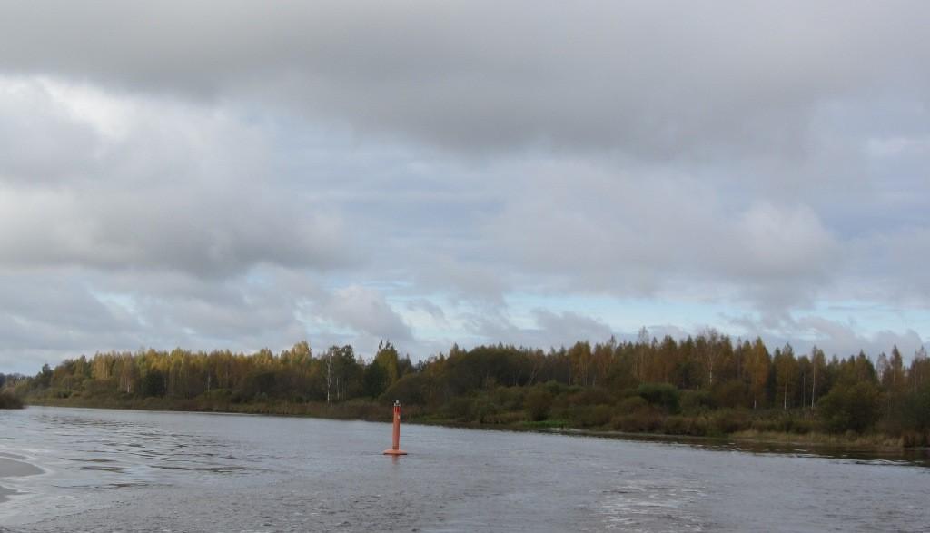 """Vaade Emajões asuva laevavrakki """"Carolust"""" tähistavale poile. Foto: Karin Vimberg, 12.10.2012."""