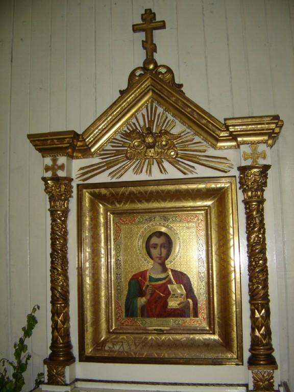 """Ikoon """"Püha Panteleimon"""". 19. saj. lõpp või 20. saj. algus (õli, puit, kullatud). Foto: S.Simson 13.06.2006"""