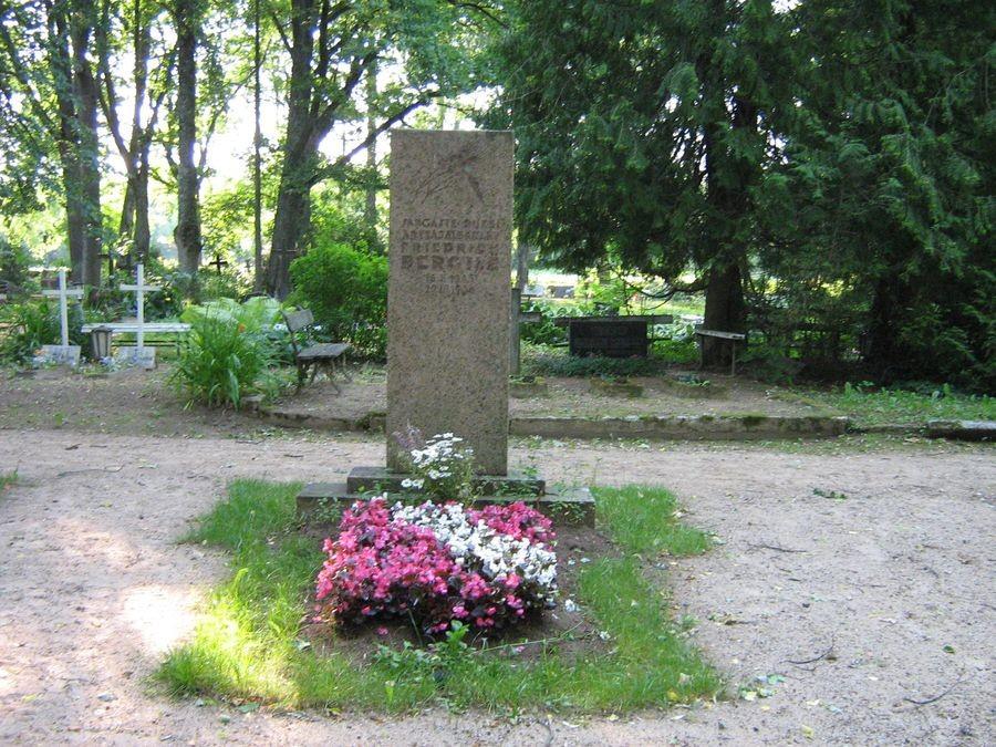 Sangaste kalmistu Foto autor M-L Paris 2011