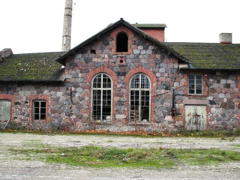 Veltsi mõisa viinavabrik, vaade idast hoone esifassaadile. Foto: M.Abel 24.10.12