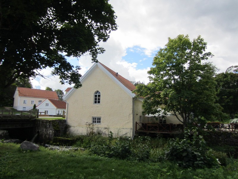 15969 Vihula mõisa veskitamm , vaade remonditud veskitammele, taamal vesiveski 30.08.2012.
