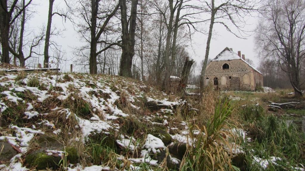 Mõisaase reg nr 12861, vaade kirdest. Foto: Karin Vimberg, 01.11.2012.