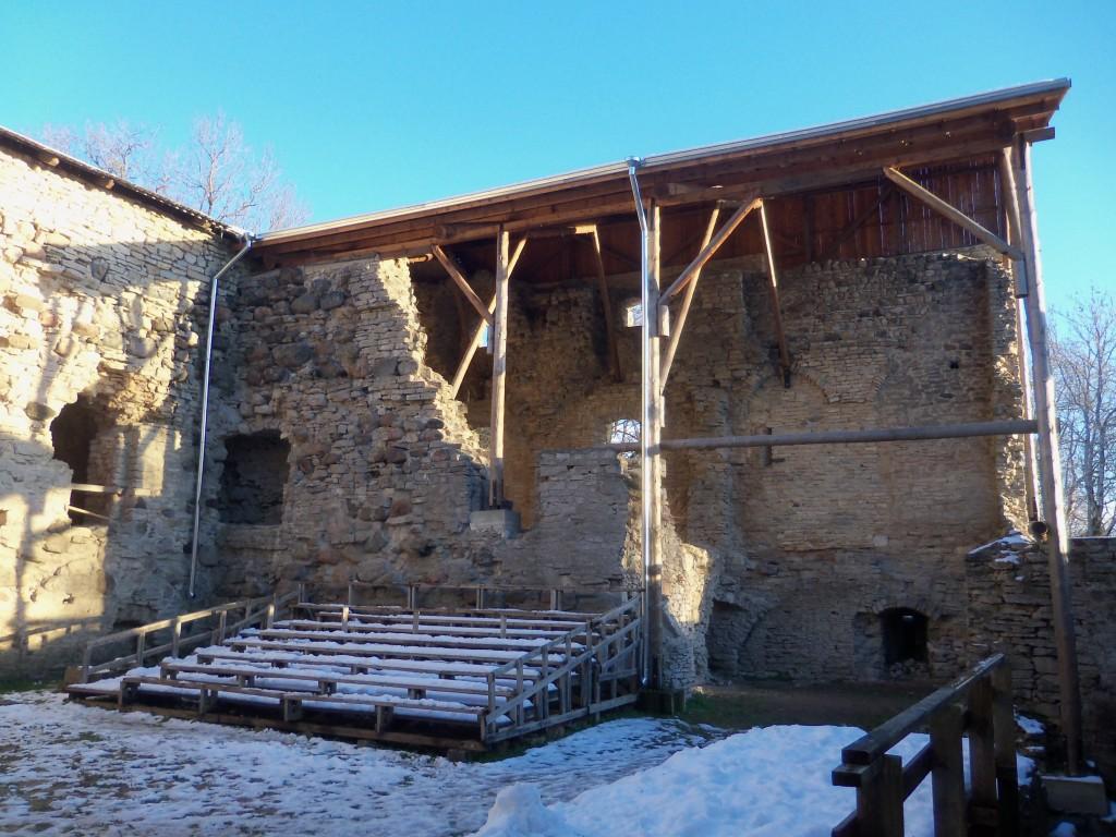 Sisehoov ja katustatud lõunatiib. Foto S. Konsa 31.11.2012