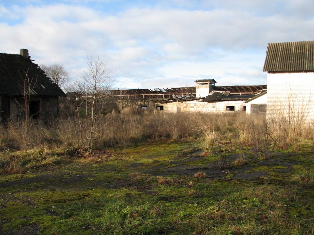 Vohnja mõisa karjakastell 1, vaade kagust. Foto: M.Abel, kuupäev 08.11.12