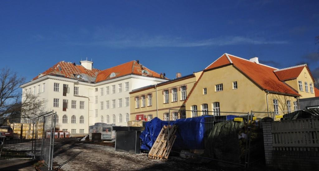 Vaade remonditavale koolihoonete ansamblile lõunast. T. Padu foto 8. nov 2012