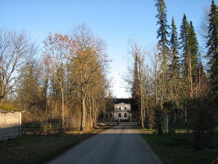 Hellenurme mõisa park ja allee Foto autor M-L Paris 2012