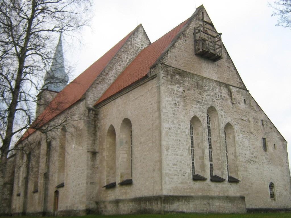 Kaarma kirik. Lõunapoolne fassaad. Foto: Rita Peirumaa, 16.11.2012