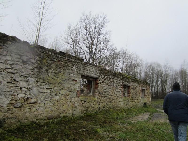 15873 Võhmuta mõisa härjatall, vaade põhjaküljele, säilinud varemed. Anne Kaldam, aeg: 15.11.2012