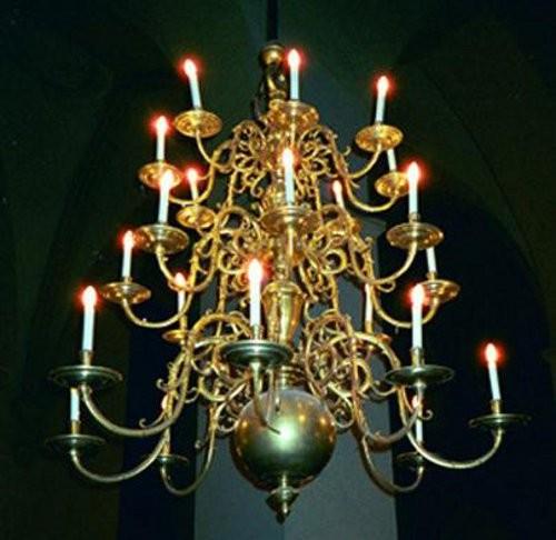 Kroonlühter kahekümne nelja tulega. 1719 (messing) Foto: L. Krigoltoi, 2001