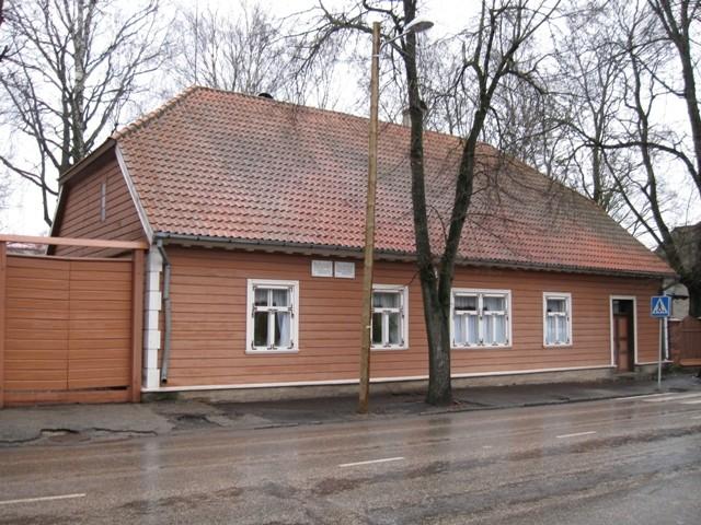 Hoonete kompleks, kus aastail 1833-1877 elas ja töötas Friedrich Reinhold Kreutzwald. Foto Tõnis Taavet, 18.11.2010.