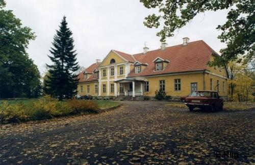 Lahmuse mõisa peahoone esifassaad Foto Anne Kivi 05.10.2008
