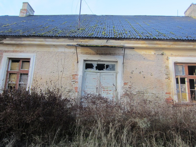 15672 Neeruti mõisa valitsejamaja, vaade kagust, hoone kagupoolsele sissepääsule. 27.11.2012 Anne Kaldam