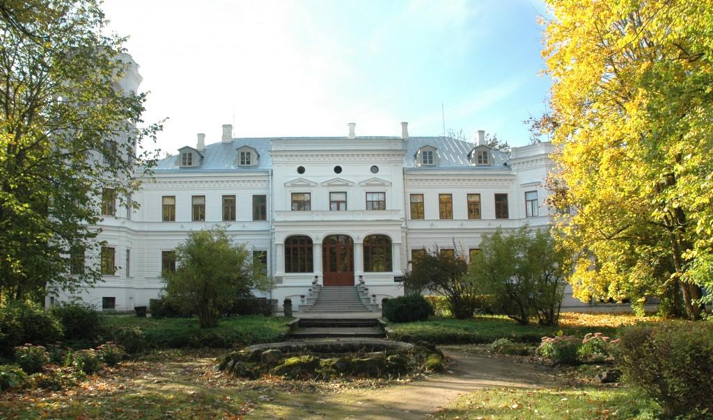 Foto: Anatoli Makarevitš  Aeg: november 2010 Esifassaad