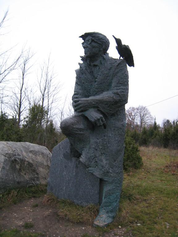 Juhan Smuuli monument Koguvas. Foto: Rita Peirumaa, nov. 2009.