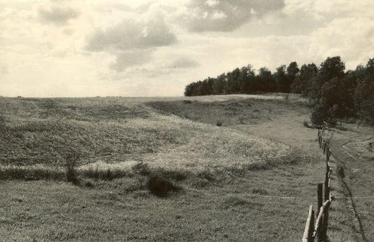 Maa-alune kalmistu - idast  Autor H. Joonuks