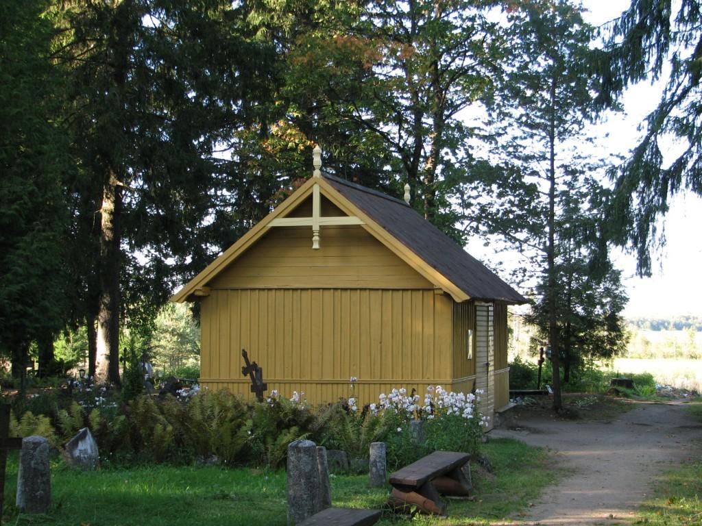 Haljala kalmistu, reg. nr 5760. Vaade kalmistu tööriistakuurile. Foto: M.Abel, kuupäev 11.09.2009