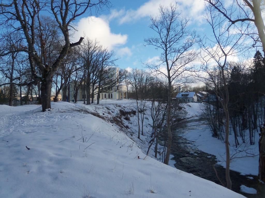 Keila jõe väljapuhastatud paremkallas, avatud vaade peahoonele. Foto Silja Konsa 24.01.2013