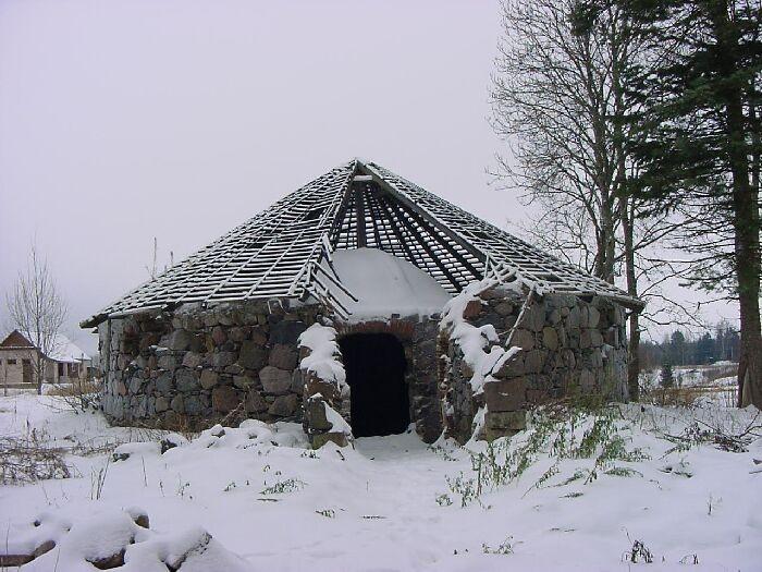 Pärsti mõisa jääkelder Foto Anne Kivi 21.01.2002