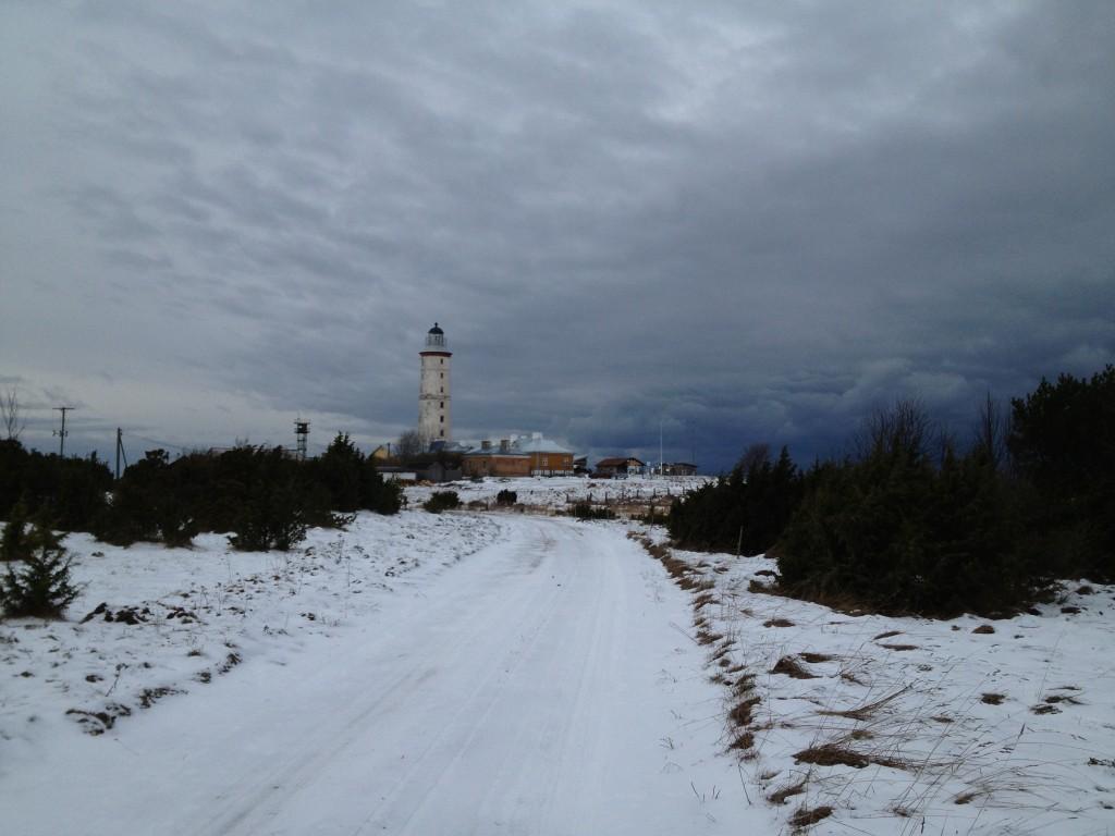 Vilsandi tuletorn vaatega külateelt. Foto: Rita Peirumaa, 26.01.2013