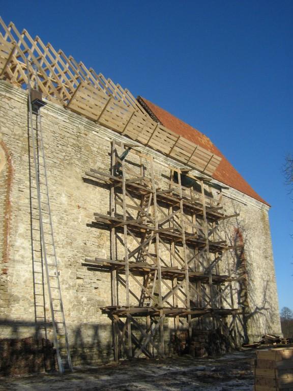Pöide kirik 01.02.2013. Katusetööd. Foto: Rita Peirumaa, 1.02.2013
