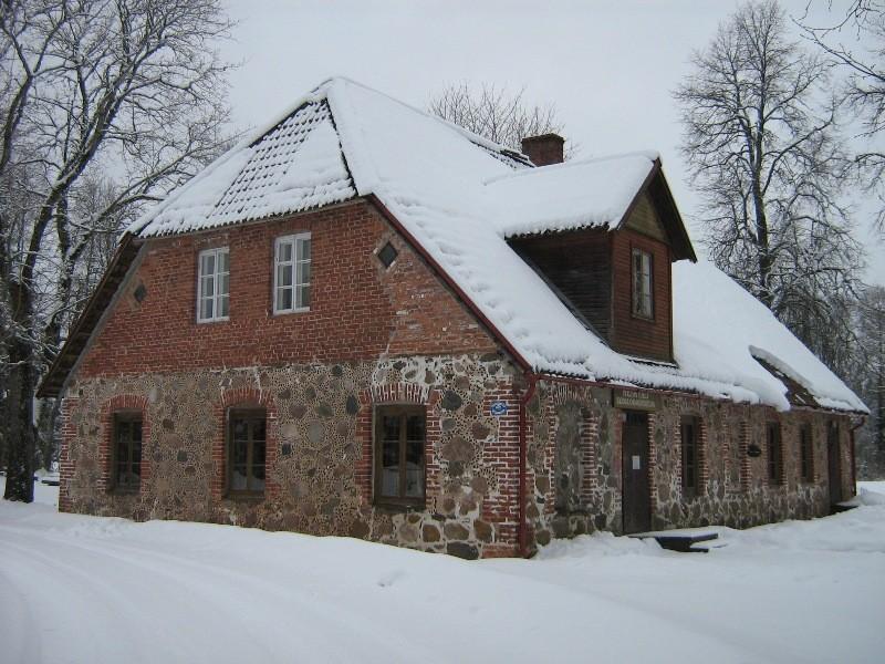 Heimtali külakooli hoone, vaade teelt Foto Anne Kivi 11.02.2013