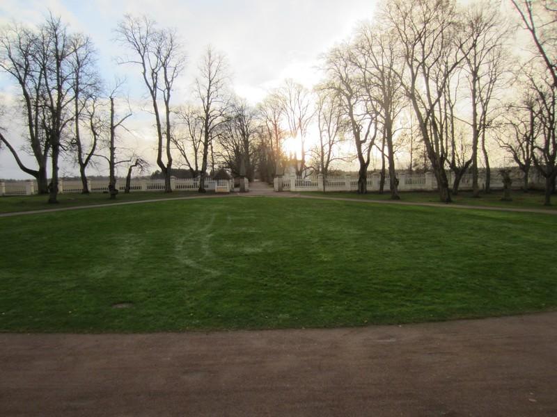 15895 Palmse mõisa alleed,vaade peahoone peatrepilt põhjast lõunasse.  08.11.2012 Anne Kaldam