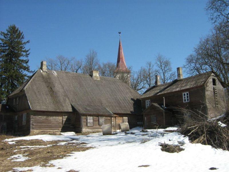 Suure-Jaani pastoraadi peahoone Foto Anne Kivi 12.04.2011