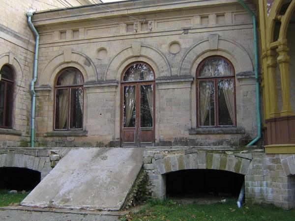 Inju mõisa peahoone : 15977, vaade põhjapoolsele remonditavale terrassile.  Autor Anne Kaldam  Kuupäev  01.10.2007