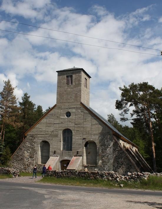 Tõstamaa kirik. Foto: Sille Sombri, juuni 2012