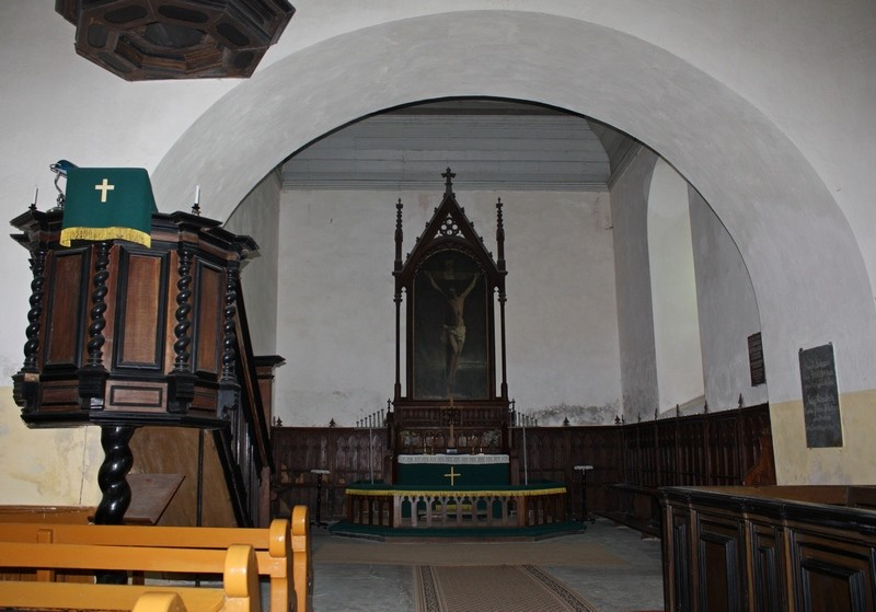Audru kirik, interjöör - vaade itta. Foto: Sille Sombri; 12.06.2012.