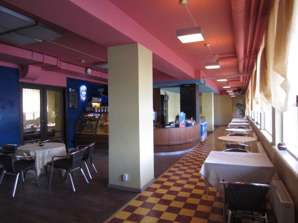 15728 Rakvere turuhoone, vaade I korruse müügisaalis-kohvikus ; kuupäev 22.03.2013;  pilt Anne Kaldam