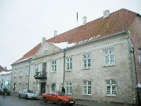 Elamu Lossi tn 7 (endine mõisakoda). Foto: Lilian Hansar, ca 2004