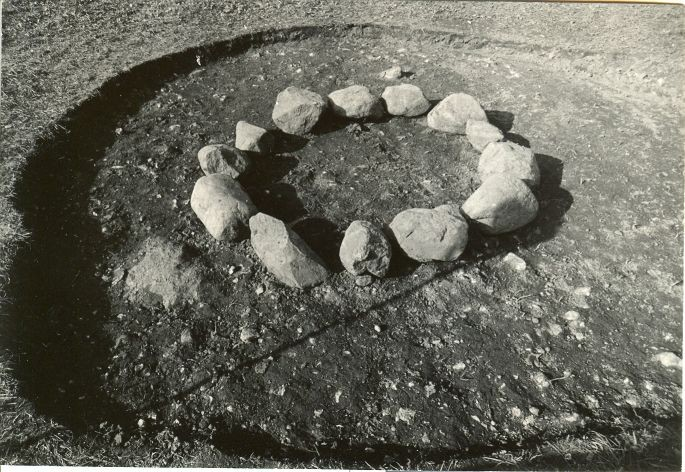 Kivikalme - lõunast. Foto: E. Väljal, 01.08.1981.