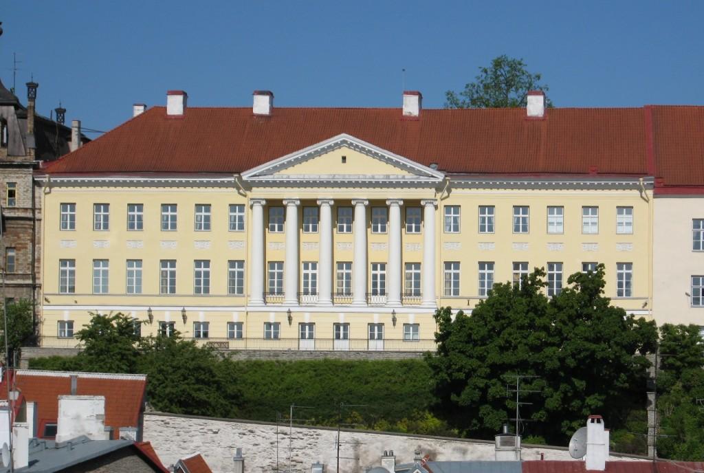Vanalinna poolne fassaad. Foto H. Kuningas 2009
