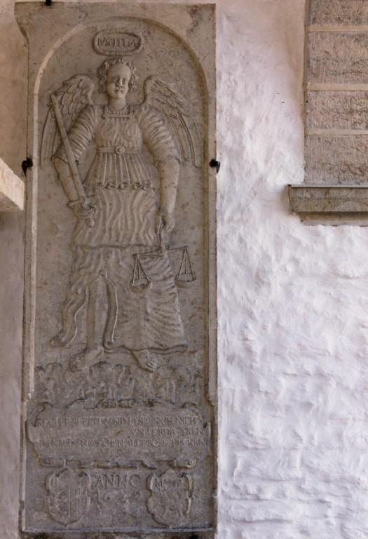 Reljeef Justitia kujutisega, 1629 (paas) Foto: Jaanus Heinla 2002
