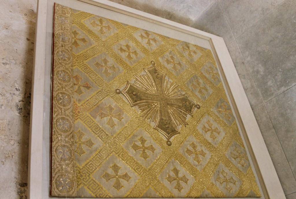 Antependium (brokaat, brokaat- ja kuldbrokaattikand) Foto: Jaanus Heinla 2002