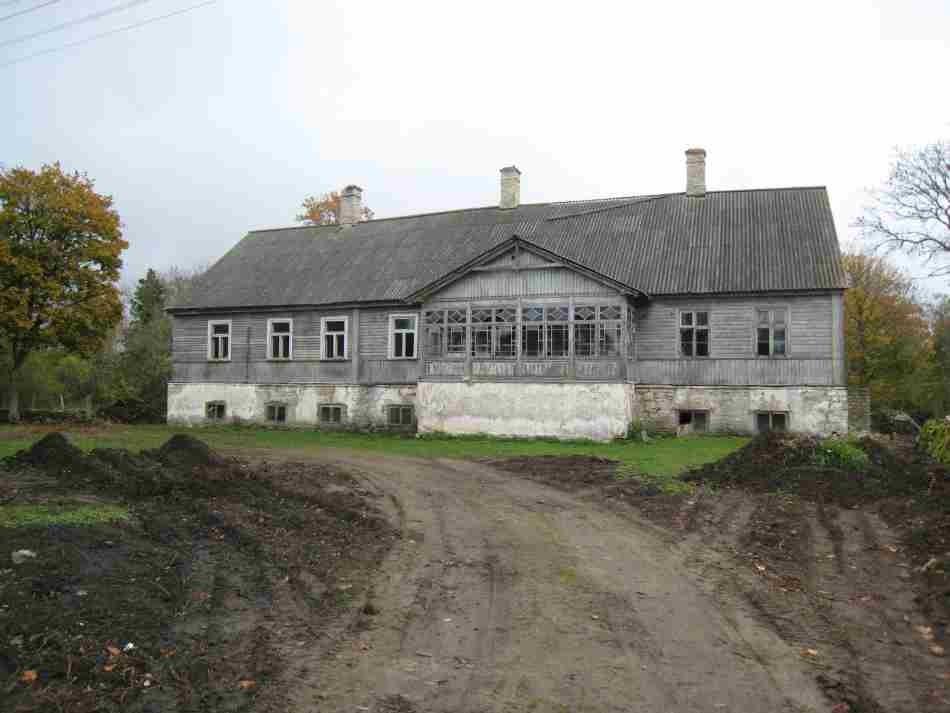 vaade mõisa peahoone esifassaadile. Foto: R. Peirumaa. Kuupäev  03.10.2007