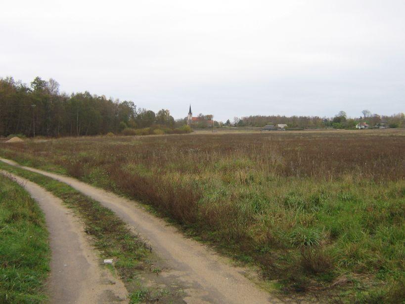 Asulakoha lõunaservast vaade põhja, kauguses Harju-Madise kirik  Autor Ulla Kadakas  Kuupäev  14.10.2007