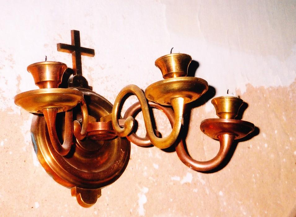 Seinalühter kolme tulega. Kingitud 1913 (messing, pronks, graveeritud) Foto: Sirje Simson 2004