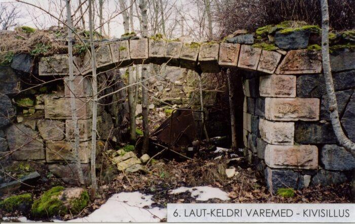 Välja talu laut-kelder. Foto: Mõisaprojekt OÜ. 2004.